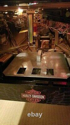 Harley Davidson 1ère Édition Et En État De Menthe Pinball Machine Cadeau Parfait
