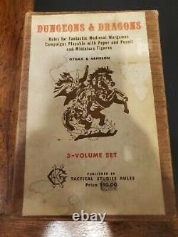 Première Édition D&d Dans La Boîte En Bois D'origine, Trois Livrets Et Feuilles De Référence